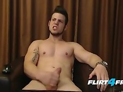 Amateur,Masturbation,Solo,Twinks,uncut dick,gay nice-looking...